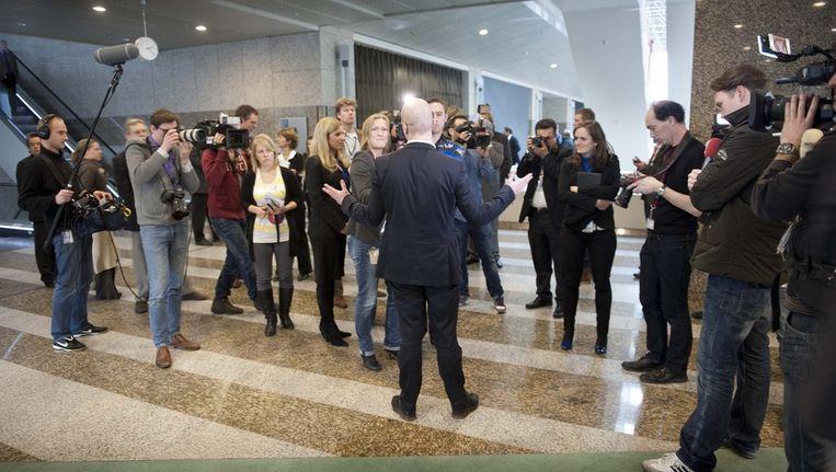 Samsom spreekt met de pers in de Tweede Kamer. Beeld ANP