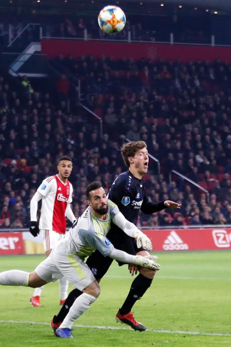 Klassenjustitie? Ajax krijgt in Arena zelden strafschop tegen
