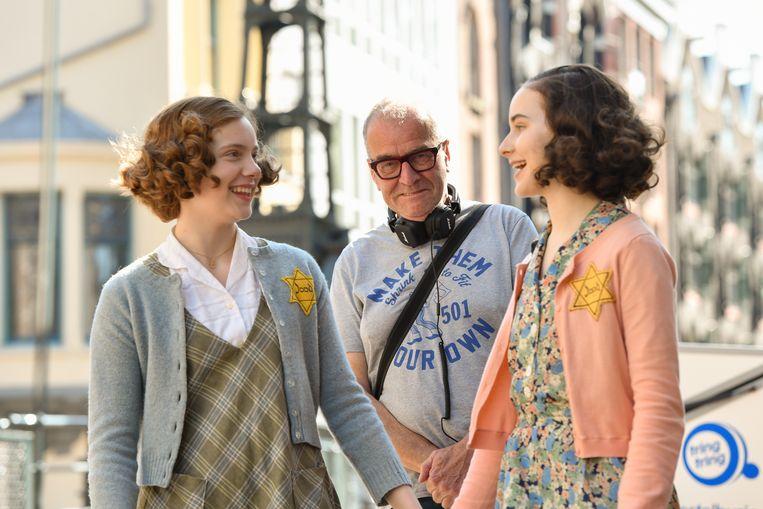 Regisseur Ben Sombogaart en zijn twee hoofdrolspeelsters. Beeld Bas Losekoot