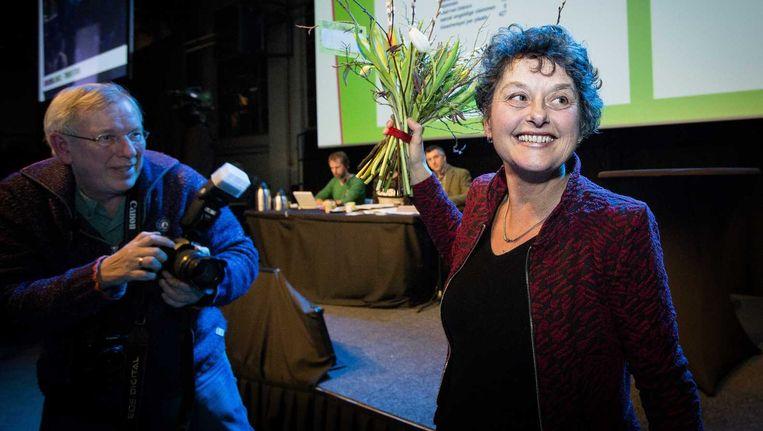 Tineke Strik is blij nadat zij is gekozen tot fractievoorzitter voor de Eerste Kamer tijdens het partijcongres van GroenLinks. Beeld anp