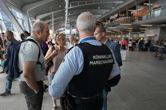 Marechaussees voerden ook in 2017 al eens actie op Eindhoven Airport voor een betere cao. (archieffoto)