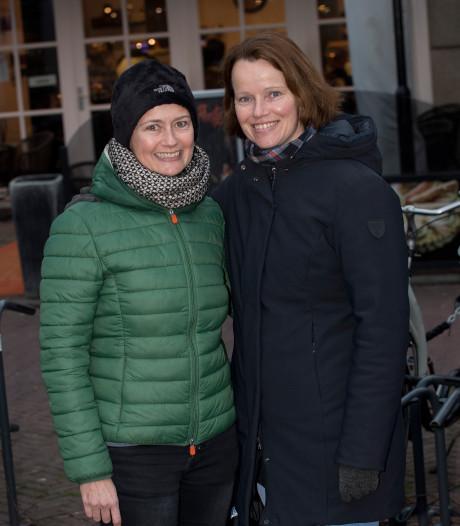 Tielse zussen Margreet en Anja eten nog één keer samen gehaktballen voor de wereldreis