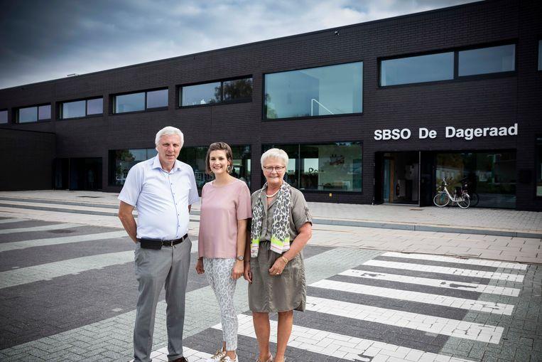 De Dageraad in Kortessem.  vlnr :  Jos Meekers (voorzitter bouwunie) , schepen Miet Jorissen (CD&V) en Carine Driessen (directeur BuSo).