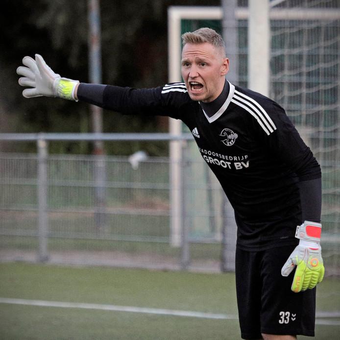 Dennis van Ballegooij is ook dit seizoen de nummer één onder de lat van Erp.