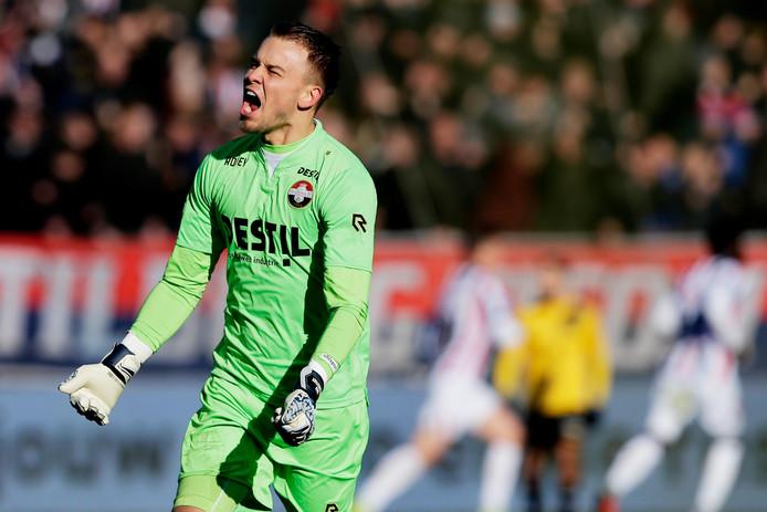 Timon Wellenreuther schreeuwt het uit na de 1-0 van Pol Llonch tegen NAC.