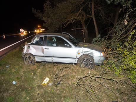 Auto slaat over de kop en eindigt in middenberm op A28 bij Nunspeet