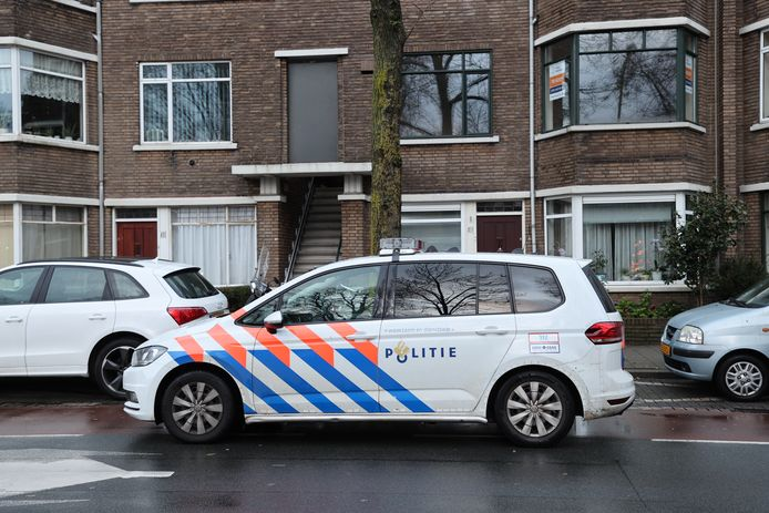 Twee mannen hebben geweld gebruikt bij een woningoverval in de Vreeswijkstraat.