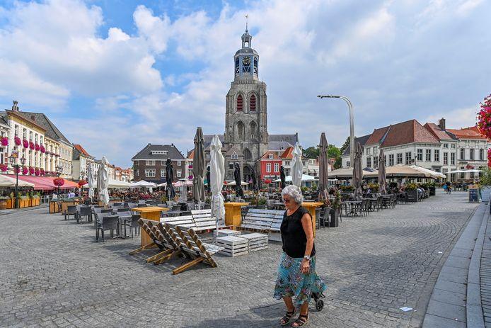 14-08-2020 - Bergen op Zoom - Foto: Pix4Profs/Peter Braakmann -Terassen in het centrum van Bergen op Zoom