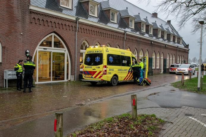 Hulpdiensten paraat bij huisartsenpost na val van kind in Berkel-Enschot