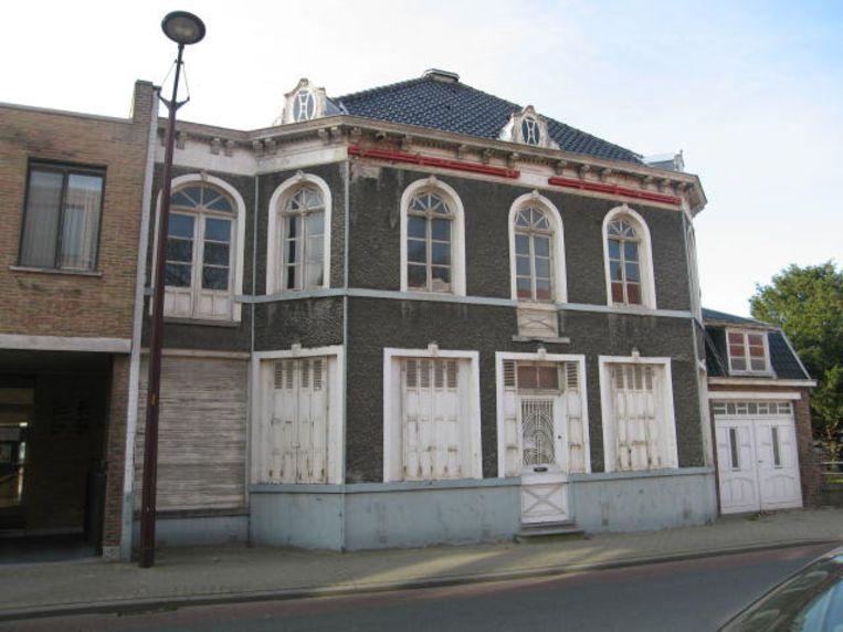 Het beschermde Huis Anne Mahieu in Eernegem renoveren valt te duur uit en de gemeente bekijkt de opties