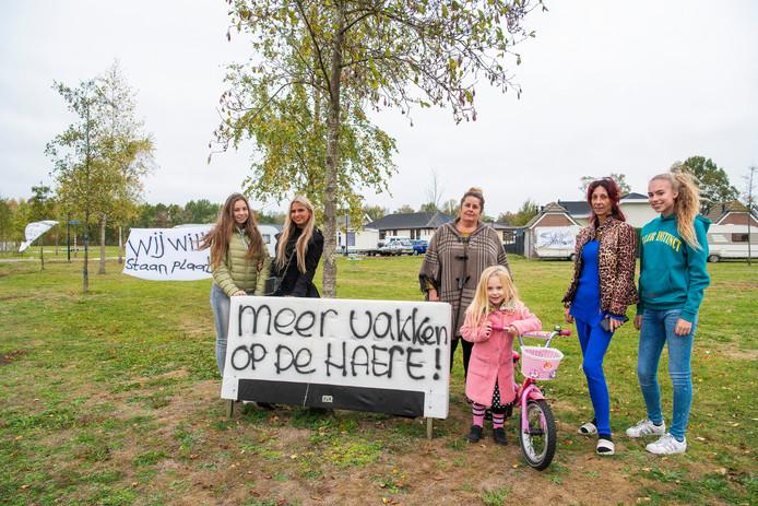 Marina, Louise, Sophia, Miranda, Minoeska en Colita voerden eind vorig jaar actie voor meer standplaatsen op De Haere.