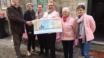 Pink Ribonnettes overhandigen cheque aan De Stappaert