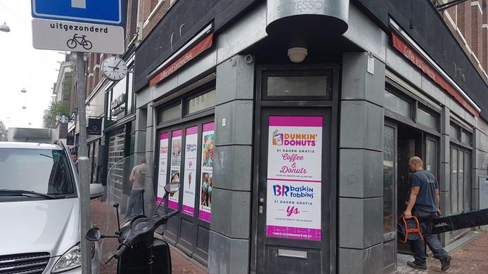 De nieuwe Dunkin' Donuts krijgt al vorm in de Ferdinand Bolstraat in Amsterdam.