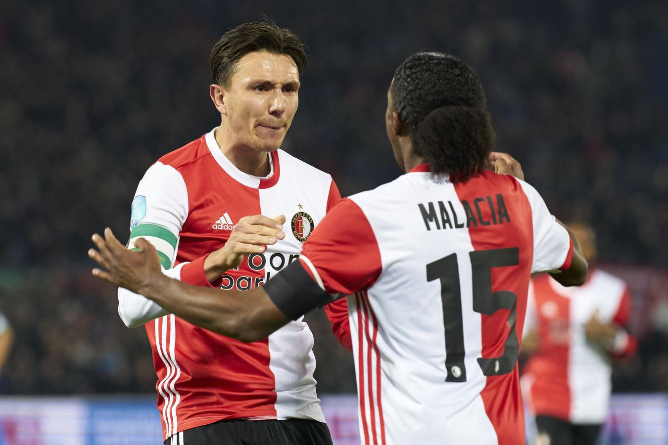 Steven Berghuis juicht na zijn winnende goal tegen PEC Zwolle.