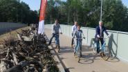 Deze fietsersbrug laat ook dieren veilig de E40 oversteken