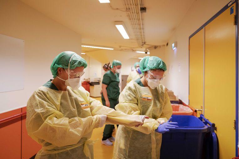 Medisch personeel van Defensie in het UMC Utrecht.  Beeld ANP