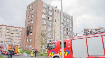Negen mensen naar ziekenhuis na brand in flatgebouw