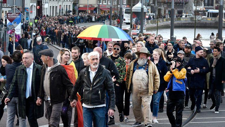 Een Amsterdamse protestmars tegen geweld tegen homos. Beeld anp