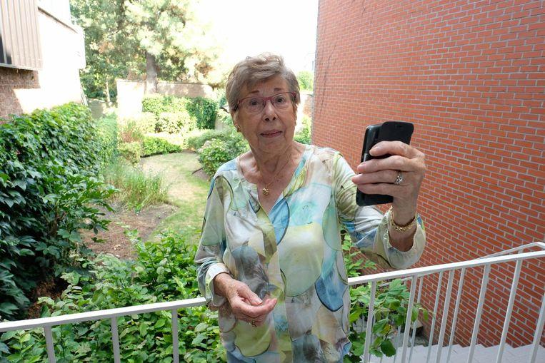 Vroeger moest Annie handtekeningen uitdelen, vandaag is ze de selfie ook al gewoon.