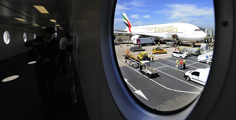 Een Airbus 380 van Emirates op Schiphol. Beeld anp