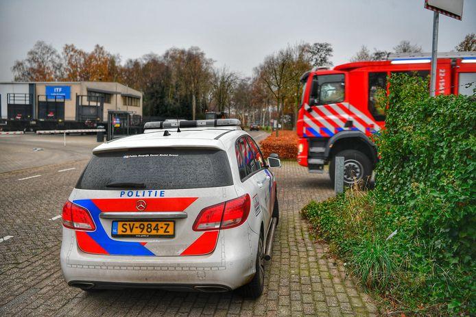 Bij een bedrijfsongeval aan de Hallenweg is een man zwaargewond geraakt