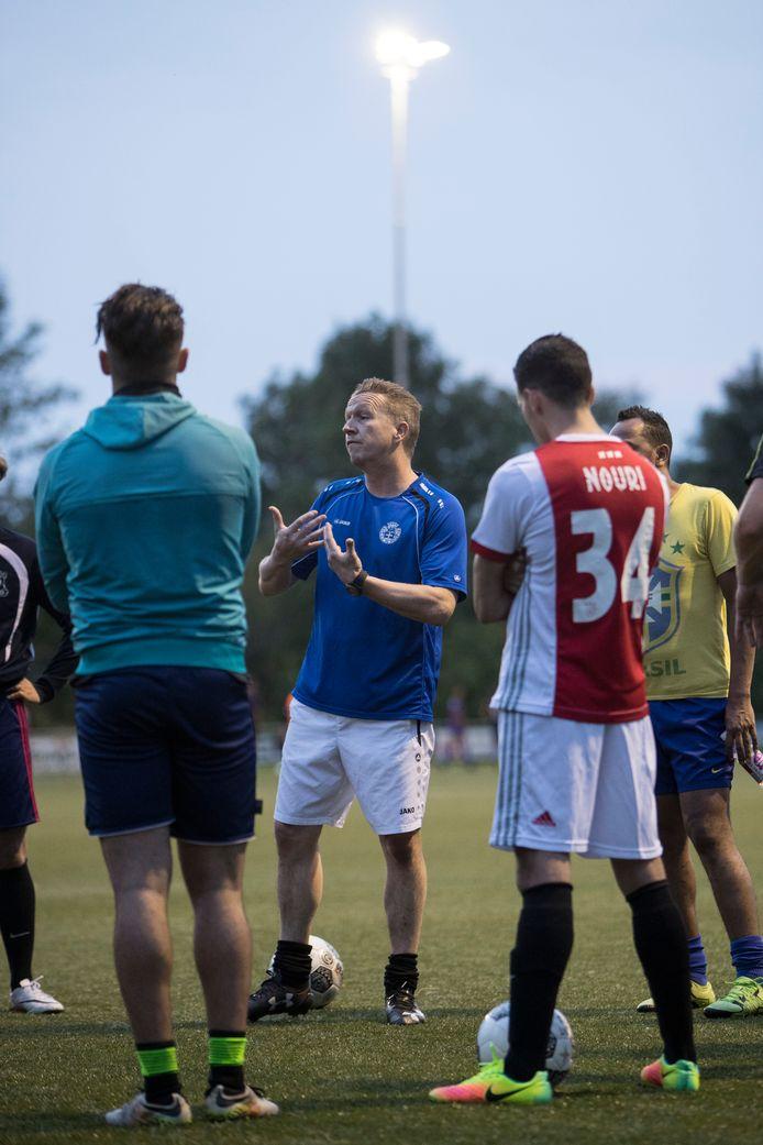 Björn Rutten (m), vorig seizoen nog hoofdtrainer bij Be Quick, is dit seizoen assistent-trainer. Maar sinds vorige week zaterdag staat hij ook weer in de spits.