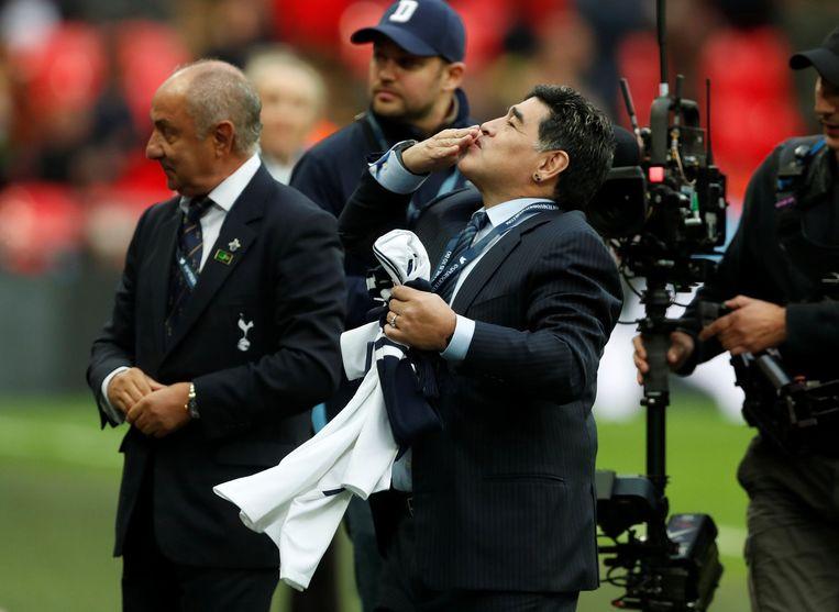 Argentijnse connectie van de Spurs: Ossie Ardiles, ex-speler en manager, naast Diego Maradona.