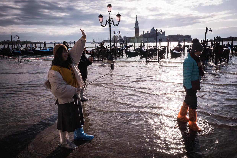 Hoogwater in het centrum van Venetië. Beeld null
