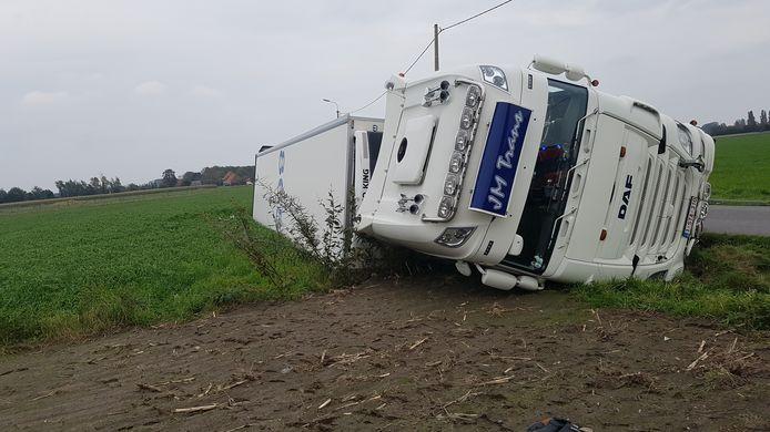 De chauffeur en zijn dochtertje bleven ongedeerd.