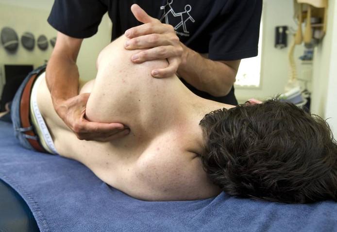 Zorgverzekeraars maken fysiotherapeuten het leven zuur, aldus Dennis van Poppel. FOTO Koen Suyk/ANP