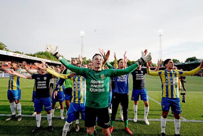Etienne Vaessen viert de uitschakeling van Excelsior.