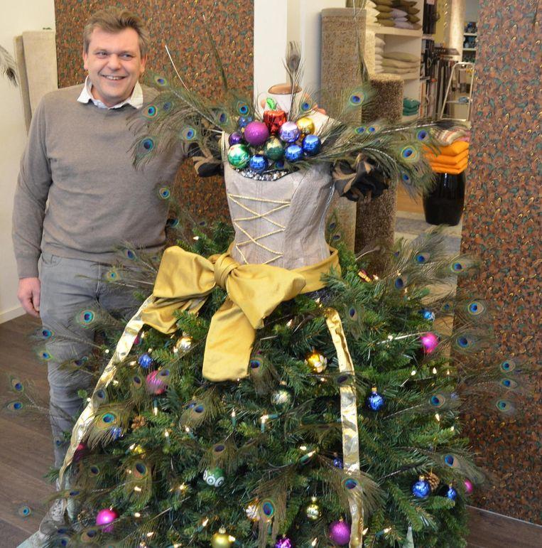 Hedendaags Kerstboompop siert etalage decoratiezaak | Lokeren | In de buurt | HLN TN-44