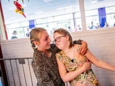 Danike (12) heeft Down. Toch doet ze 'gewoon' de eindmusical op haar school in Apeldoorn: 'Ze trekt zich op aan andere kinderen'
