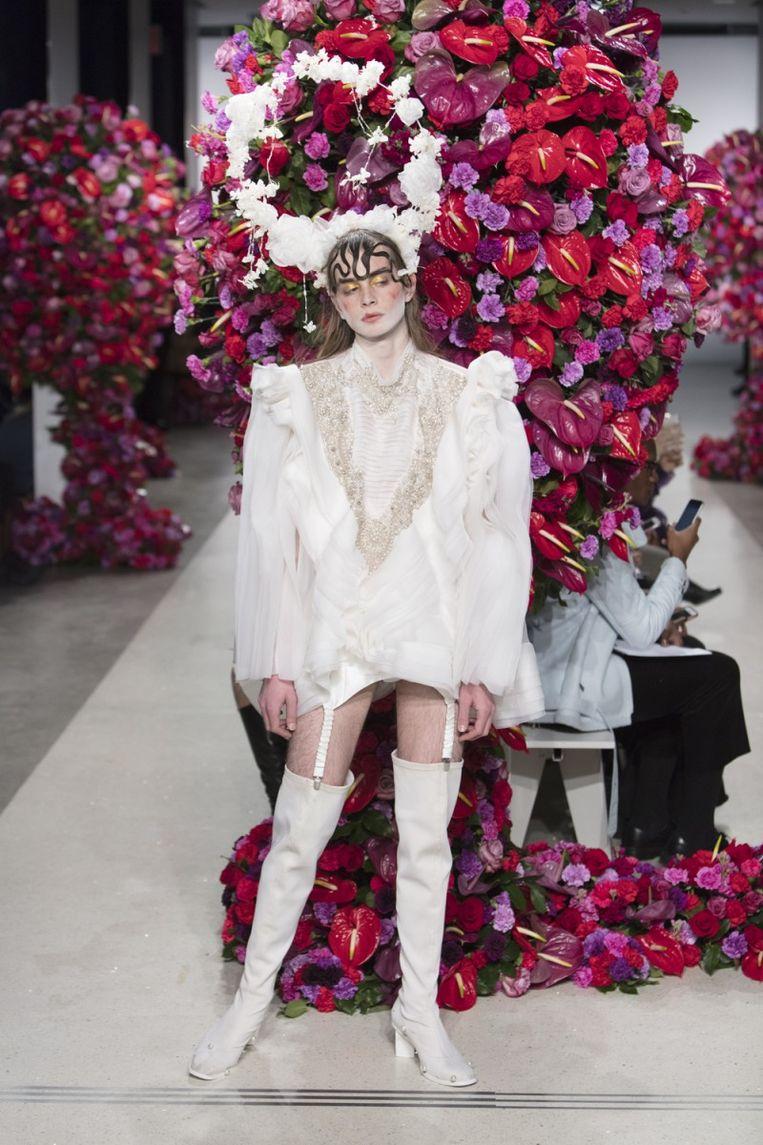 Ook voor het genderloze label Palomo Spain verzorgde hij de bloemstukken.