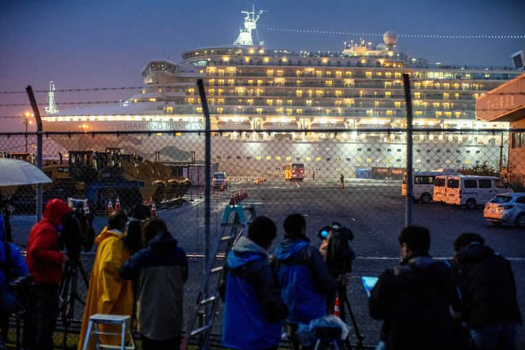Cruiseschip Diamon Princess ligt in quarantaine in de haven van Yokohama, Japan.  Beeld REUTERS