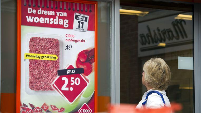 Reclame voor vlees bij een supermarkt. (Archiefbeeld) Beeld anp