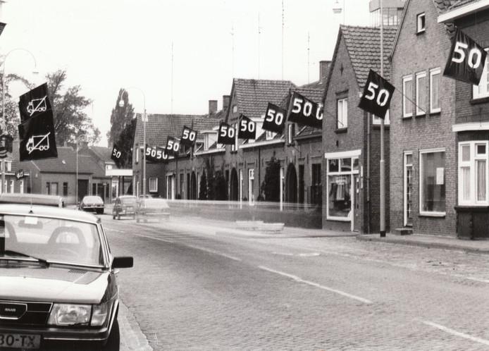Verkeer is ook in Sint-Oedenrode altijd een hot item geweest. Zo vochten bewoners van het Kofferen een jarenlange strijd tegen hardrijders in hun straat. De maximumsnelheid van vijftig werd door de brede weg zonder obstakels vaak met voeten getreden. Ook vrachtverkeer gaf overlast. In 1981 kwam de straat op ludieke wijze in opstand.