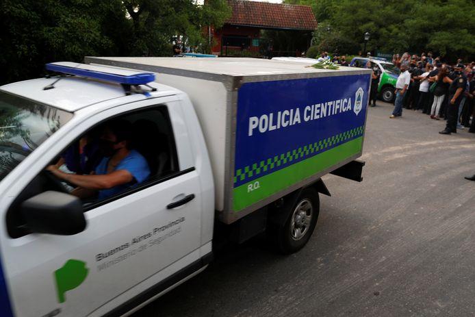 Le corps de Diego Maradona transporté hors de sa maison de Tigre, à Buenos Aires, le 25 novembre 2020.