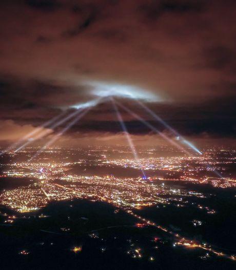 Hemel boven de Achterhoek door 24 megalampen verlicht tijdens feestdagen