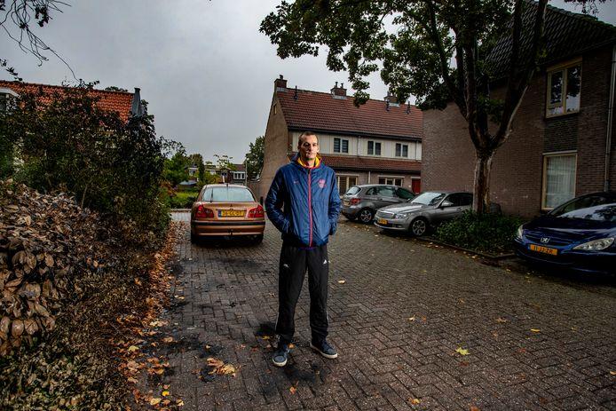 """Passy Beldman zat vast op verdenking van autobrand in Deventer. Inmiddels is hij geen verdachte meer. Hij zelf hield van begin af aan vol onschuldig te zijn. ,,Ik heb gelijk gezegd: geef me twee minuten. Ik heb mijn locatie aanstaan op mijn telefoon, dus ze konden zo zien waar ik was."""""""