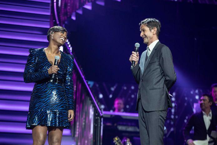 Edsilia Rombley presenteert met Cornald Maas het Grote Songfestivalfeest.