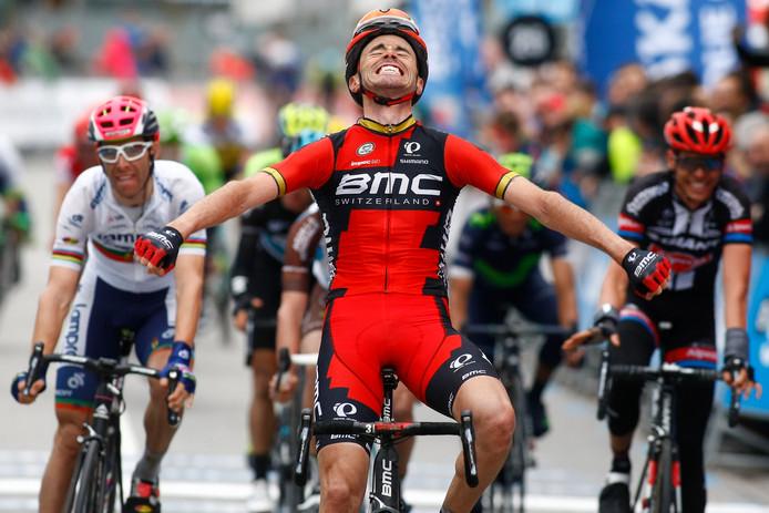 Samuel Sanchez komt als eerste over de streep in etappe 4 van de Vuelta 2016.