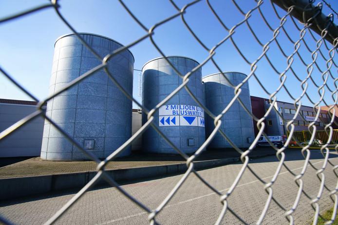 Tanks met bluswater bij chemisch distributiebedrijf Broekman Logistics. Archieffoto
