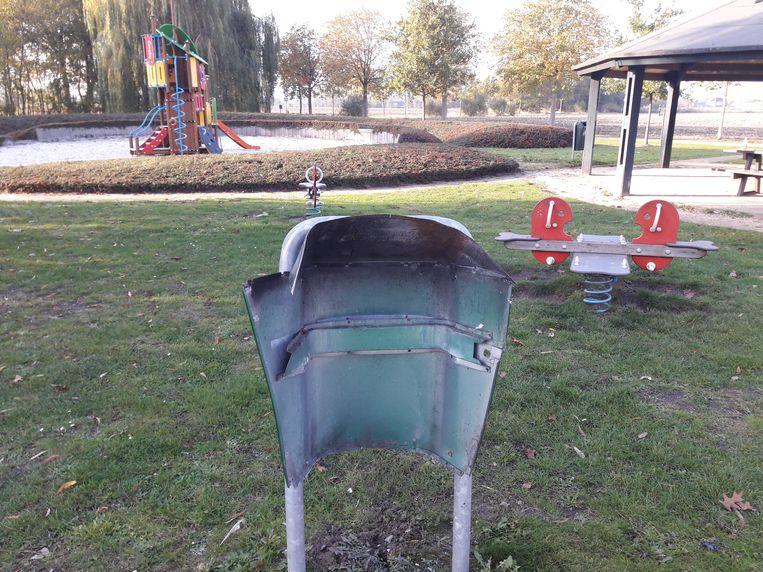 vooral in de  speeltuin van de sportzone werden verschillende vuilnisbakken tot ontploffing gebracht.
