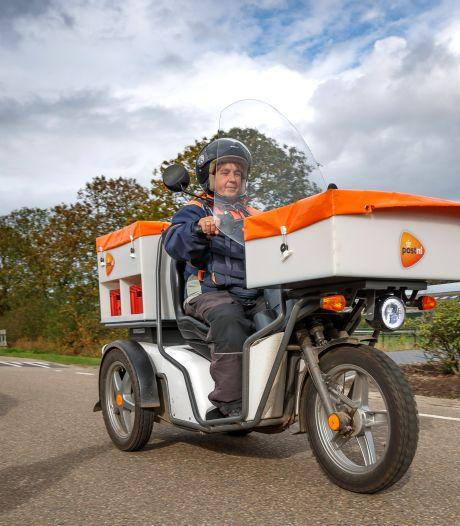 Hetty bezorgt jouw pakketjes op de e-scooter: 'Honden slaan er niet op aan'