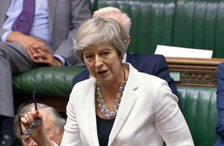 Theresa May tijdens het brexitdebat. Beeld EPA