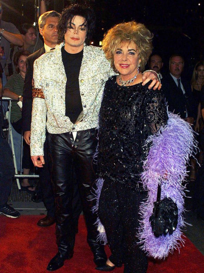 Michael Jackson komt samen met Liz Taylor aan bij Madison Square Garden (2001)