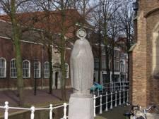 Wie is de vrome dame bij de Oude Kerk?