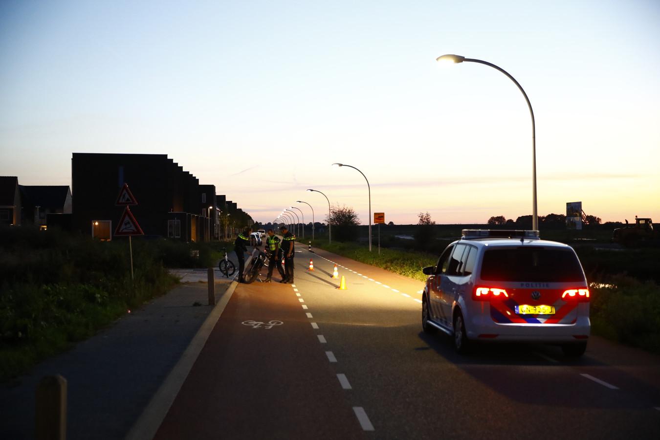 De brommerbestuurder kwam in de Zwolse wijk Stadshagen ten val.