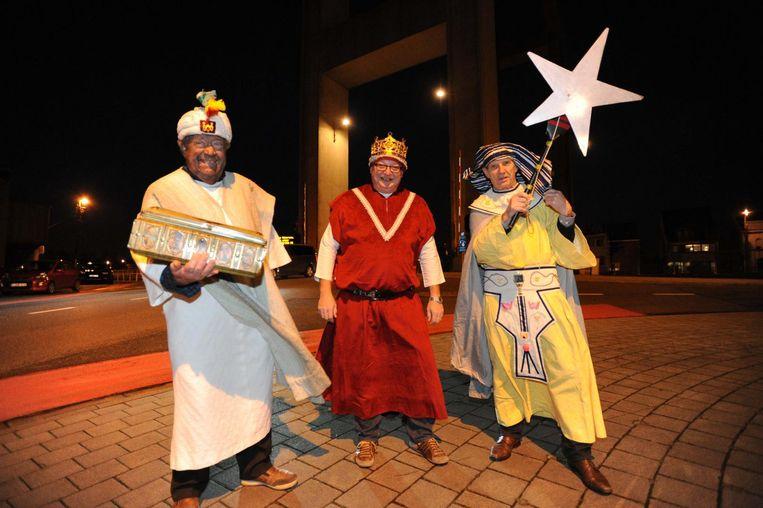 De drie koningen kondigden gisteren de 19de Driekoningenhappening van zaterdag aan.